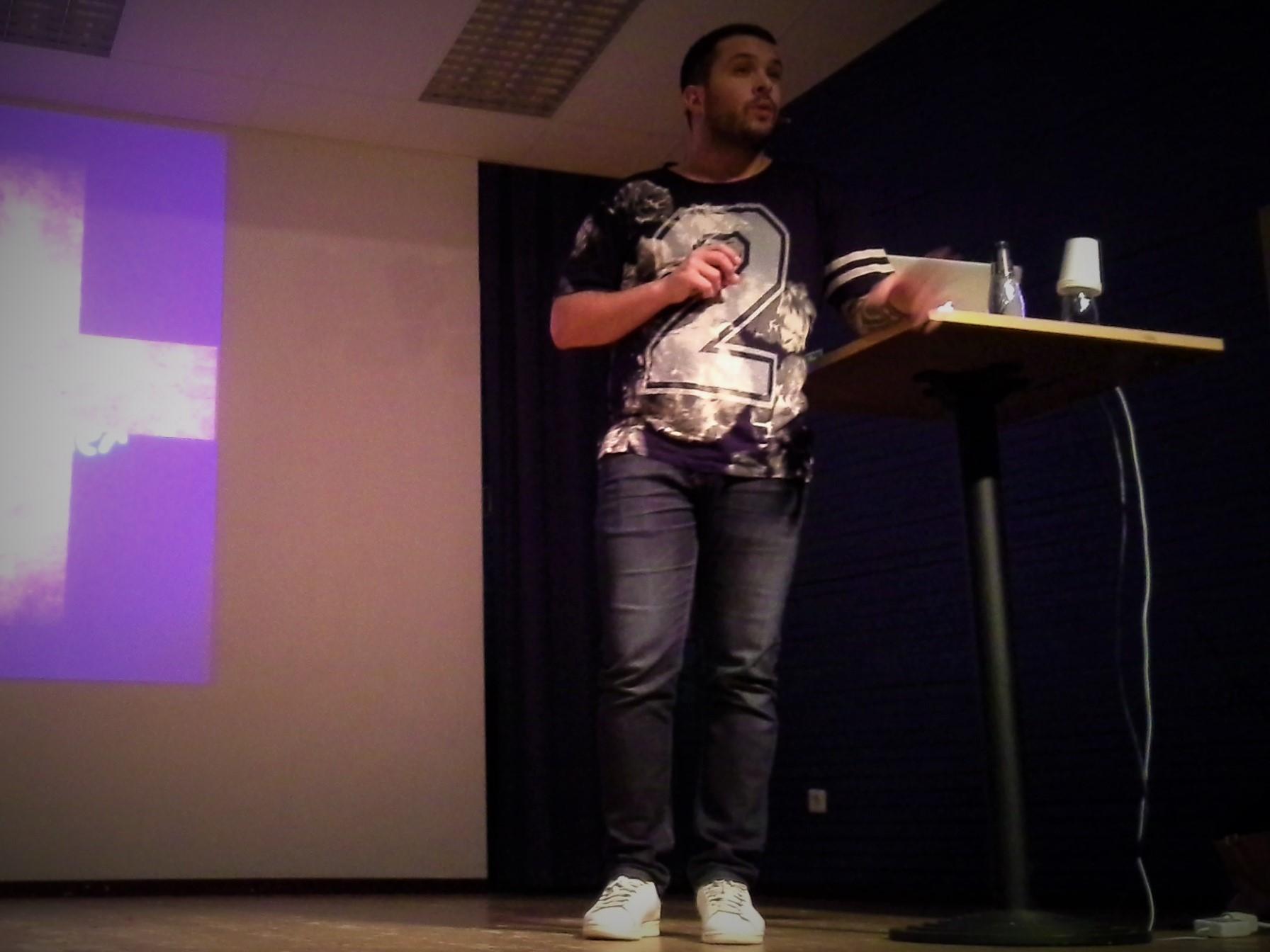 Georgios föreläser i Tångaskolan