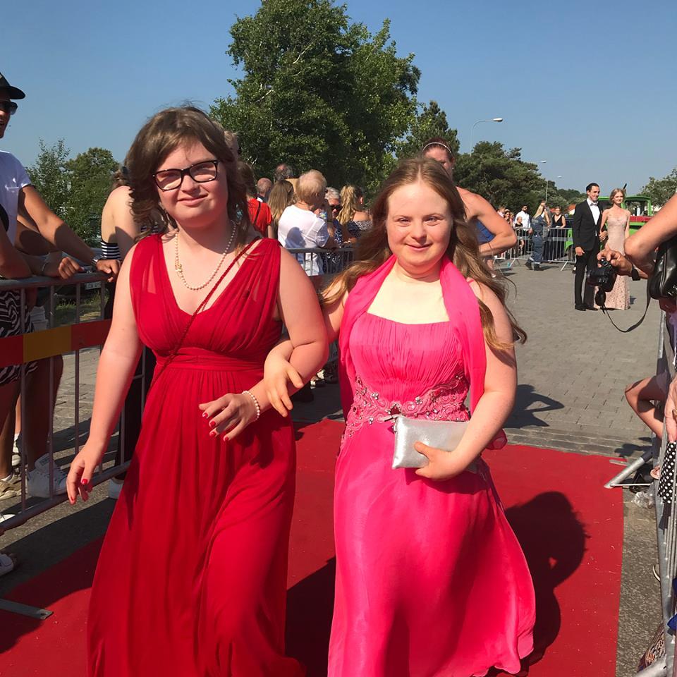 Ebba och Ebba på röda mattan fram till Strandbaden