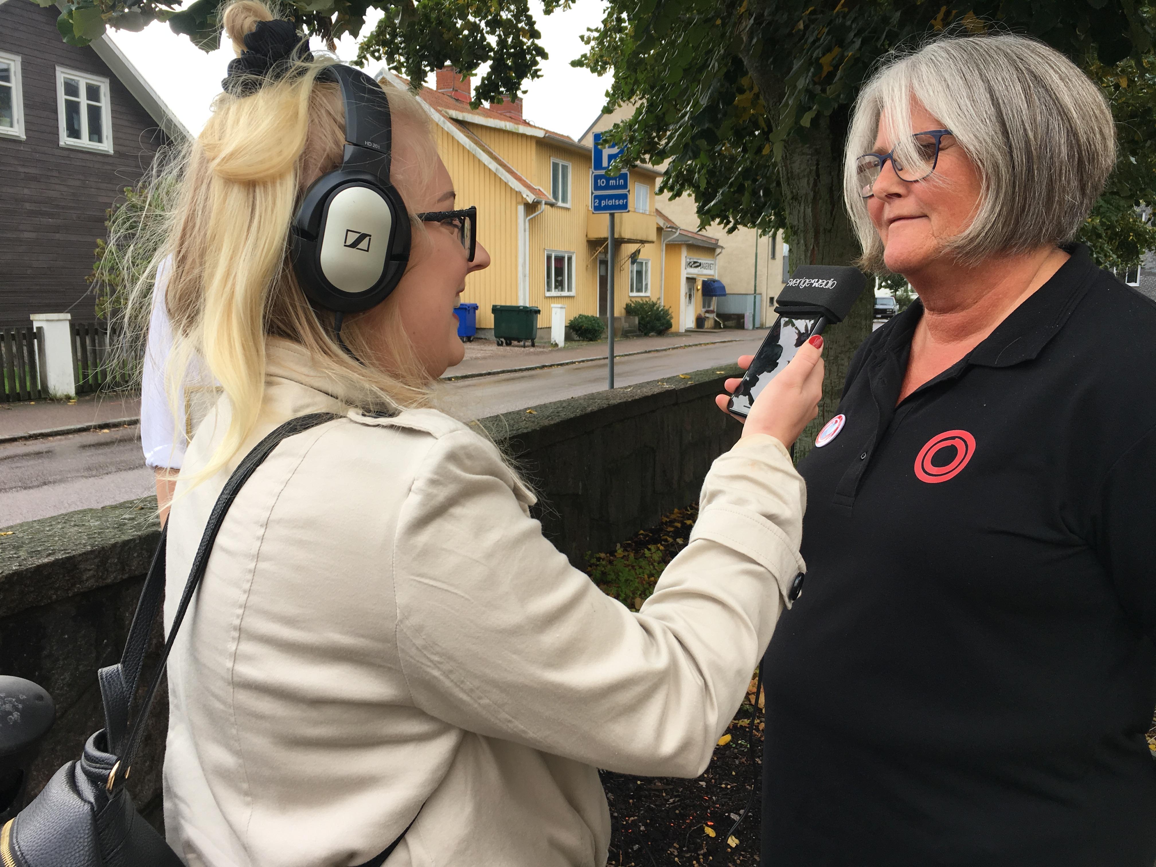 Årets FUB-aktivist 2019 Inger Myrén intervjuas av P4 Halland.