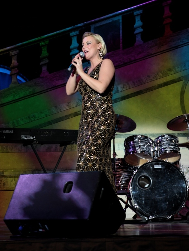 Clara Olsson på scen