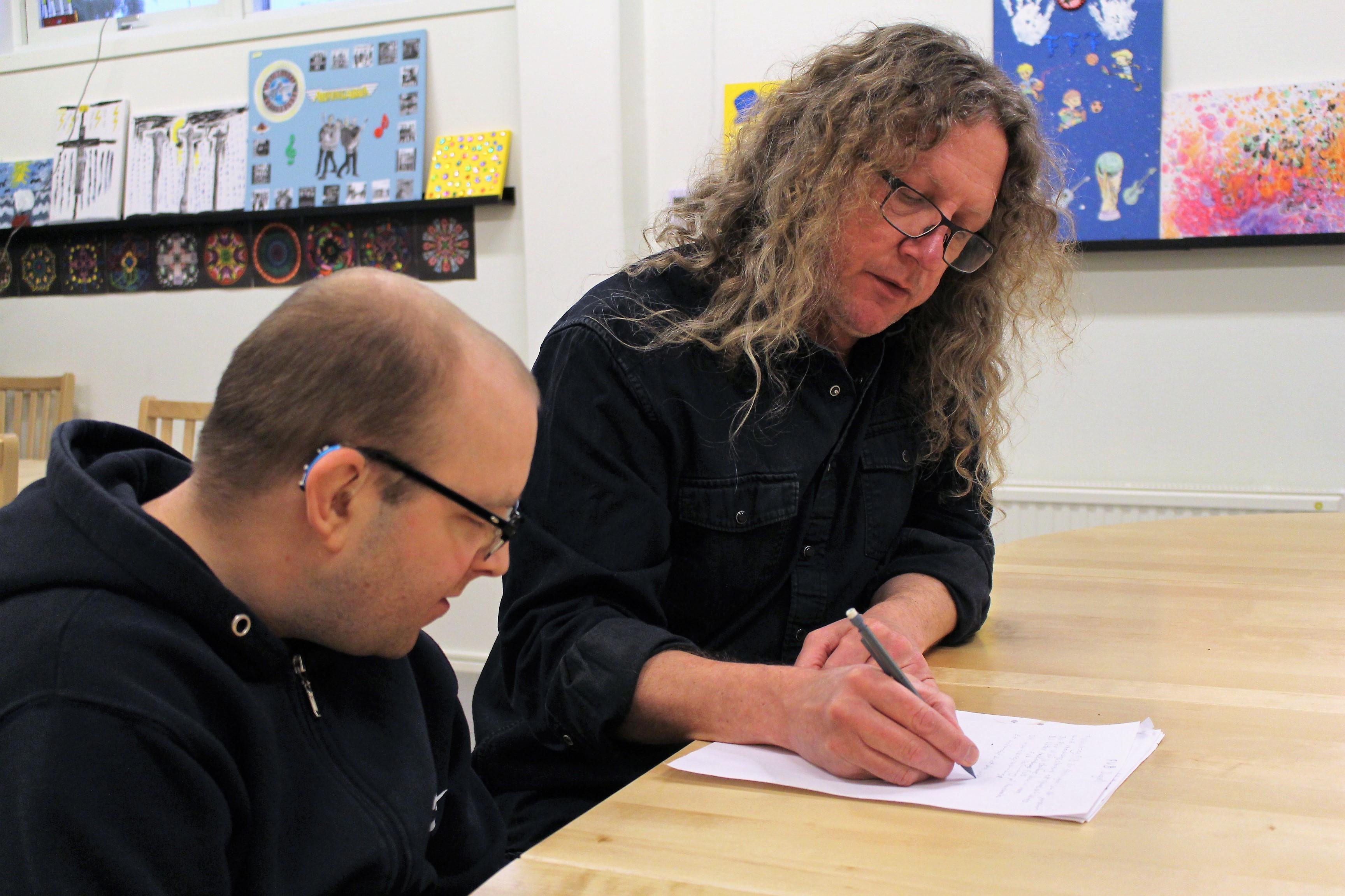 Björn och Hans skapar text