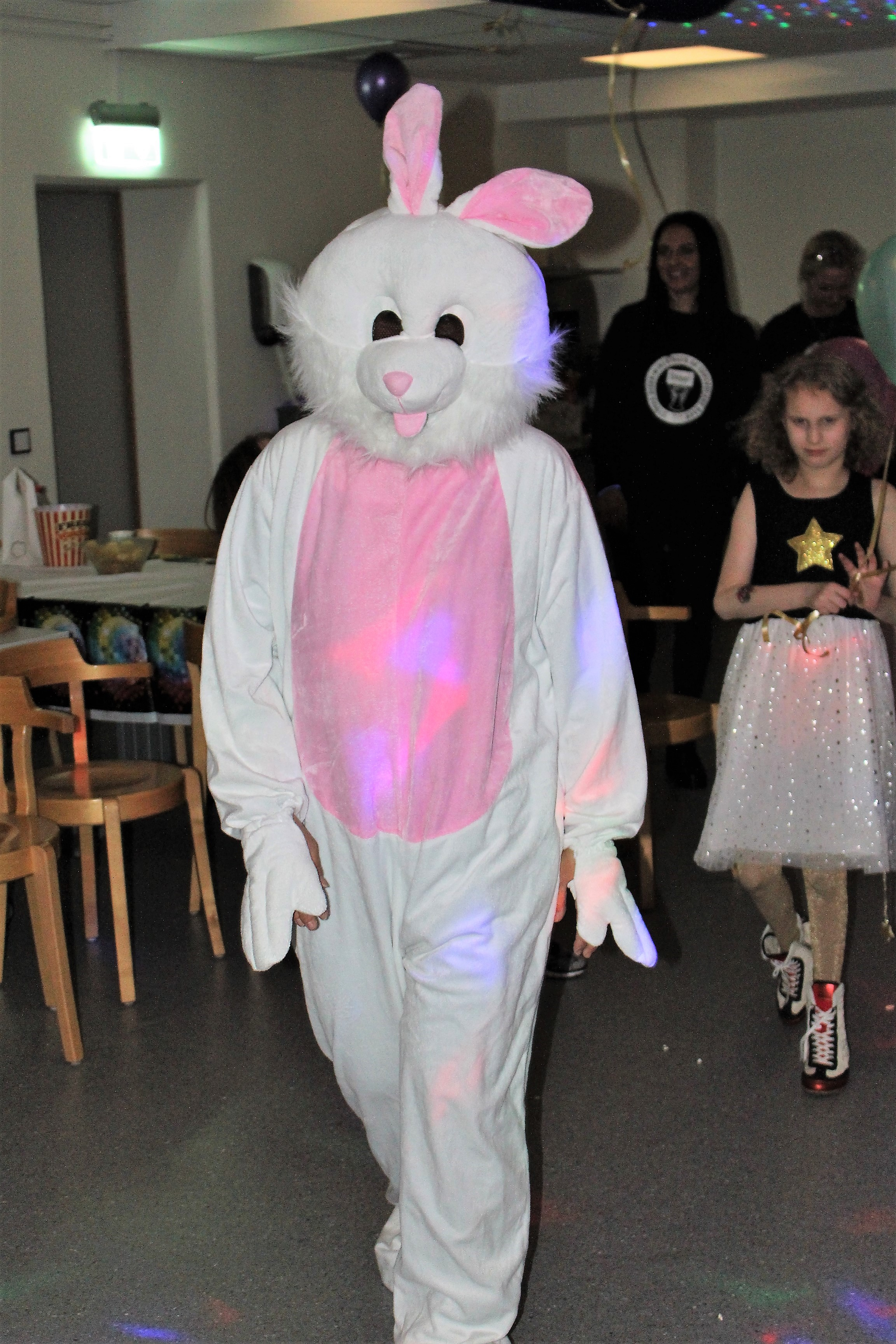 En stor kanin på ingång