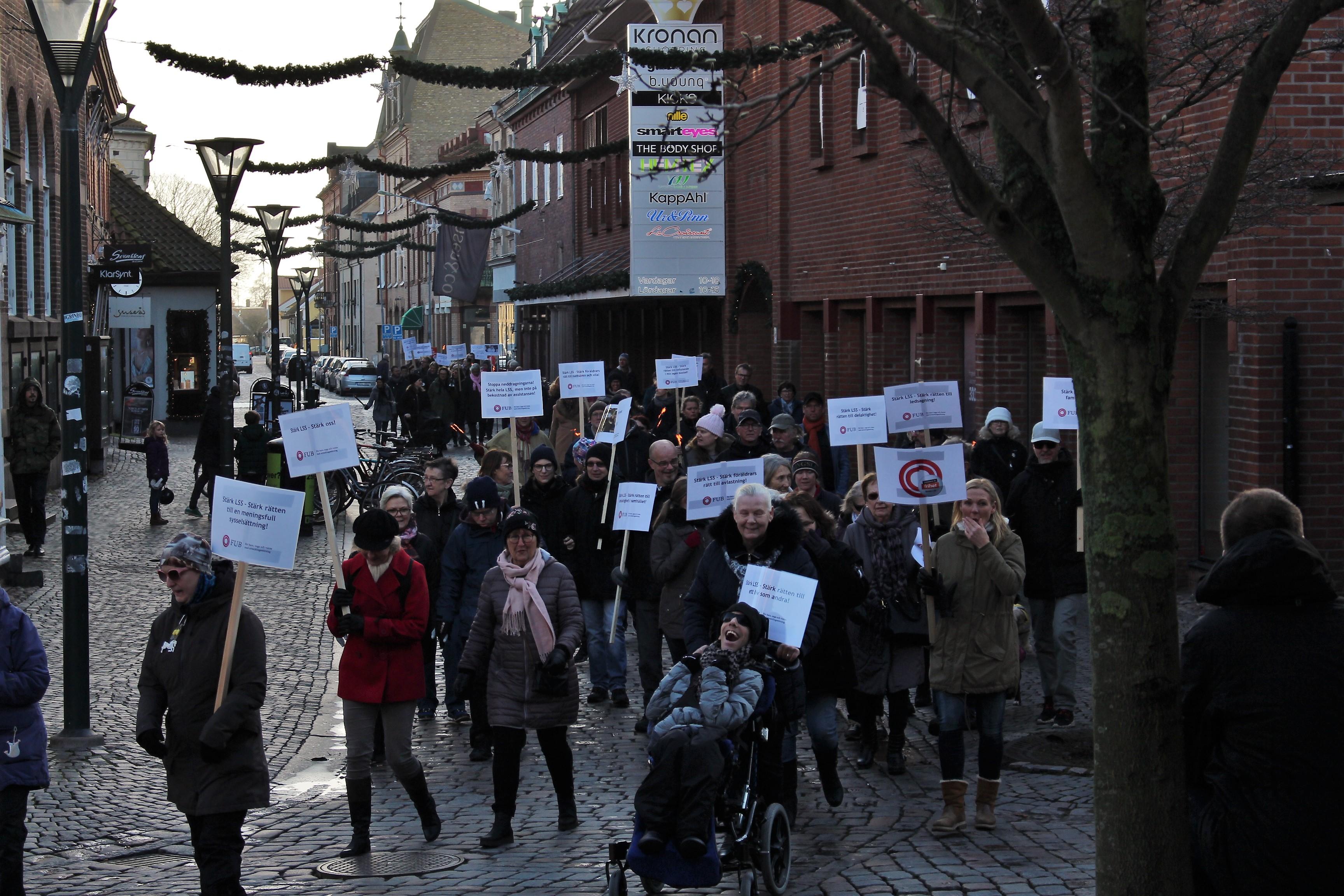 Demonstrationståg för LSS i Falkenberg 3 december 2017