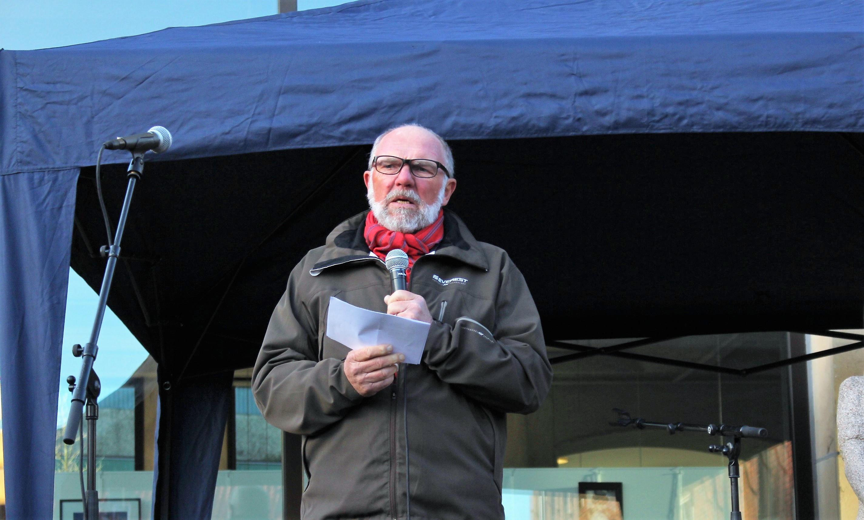 Jan Dickens, Socialdemokraterna talar