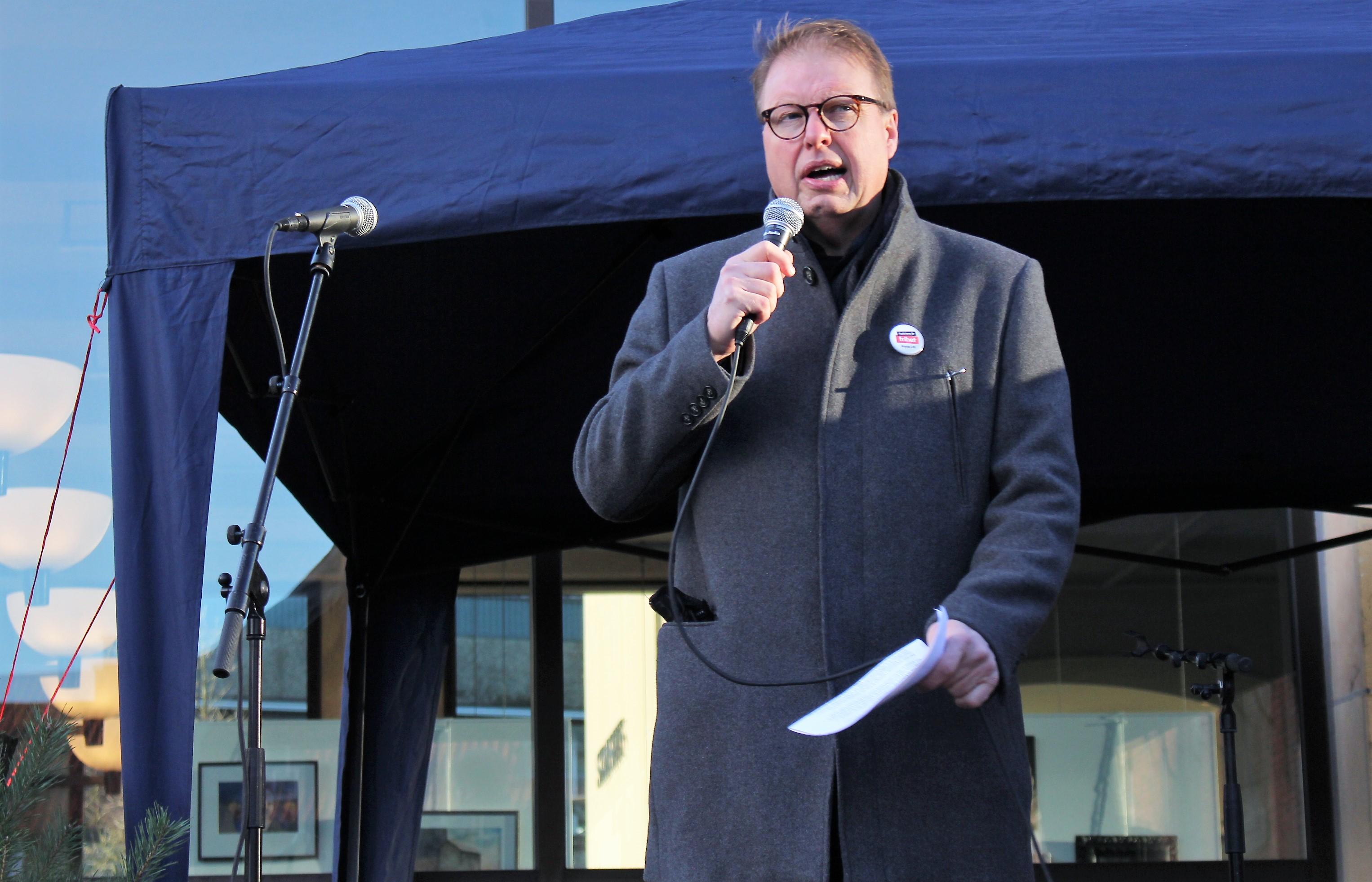 Bengt Eliasson, Liberalerna talar