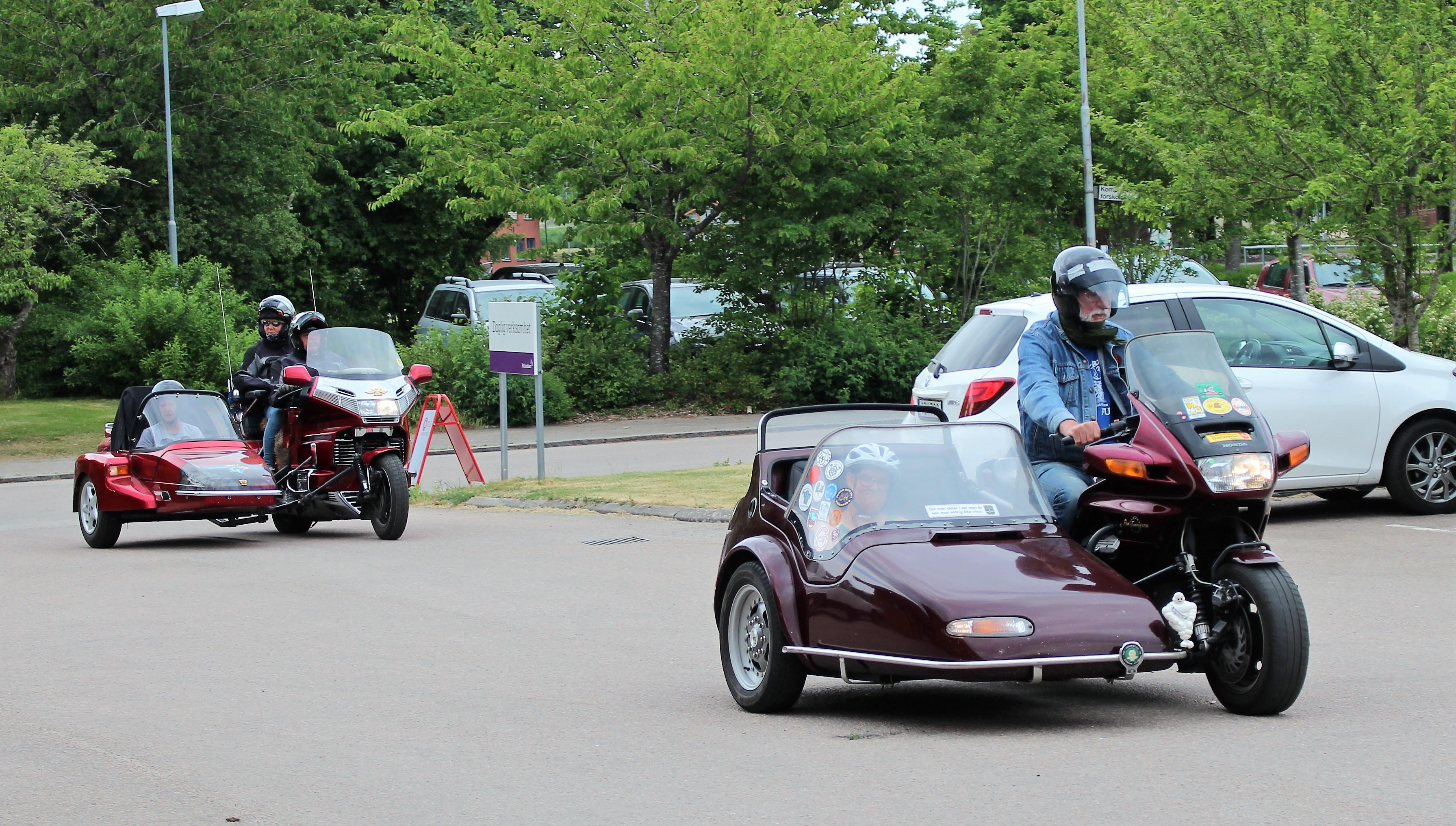 Motorcyklar på väg tillbaka