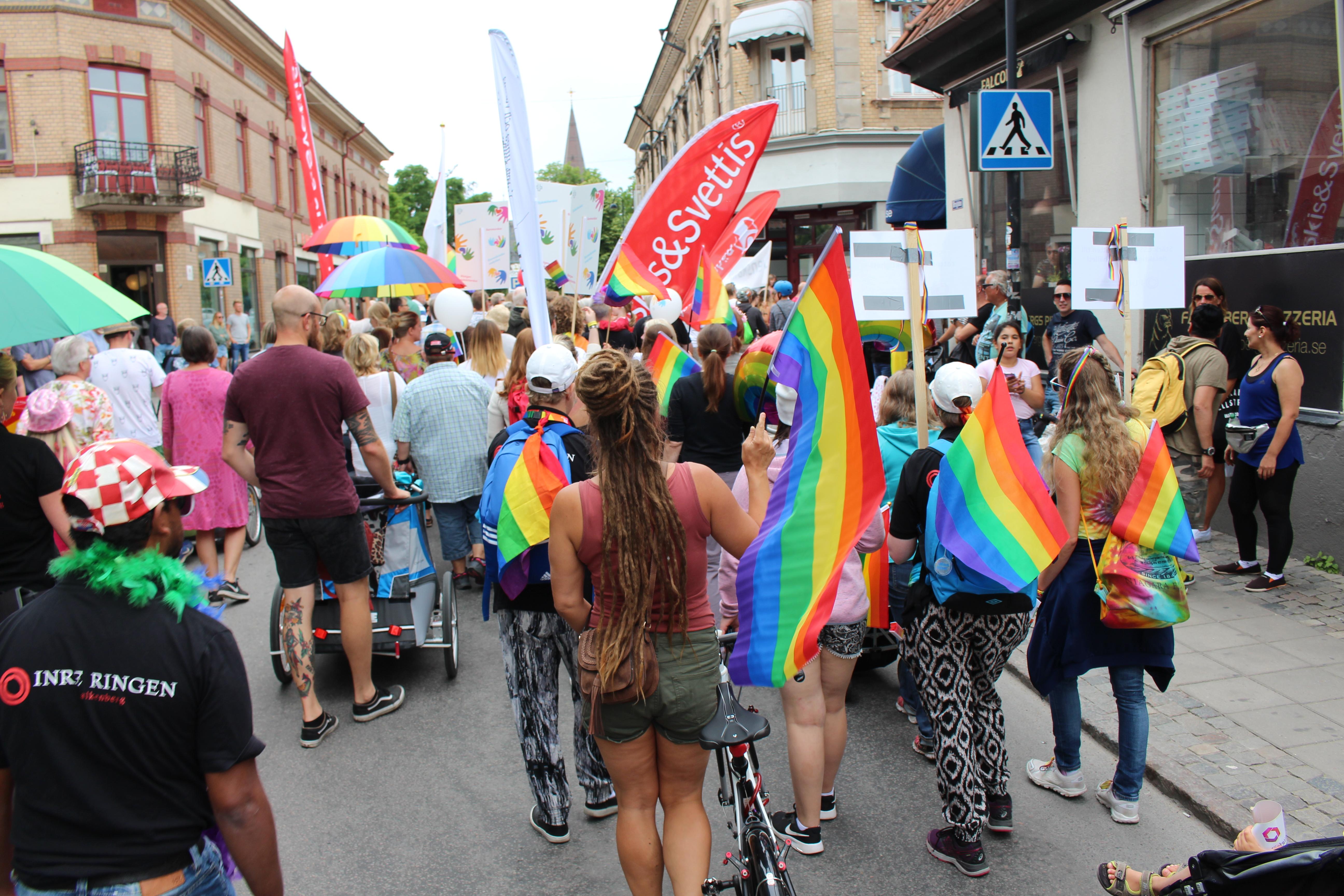 Paraden mot Rådhustorget