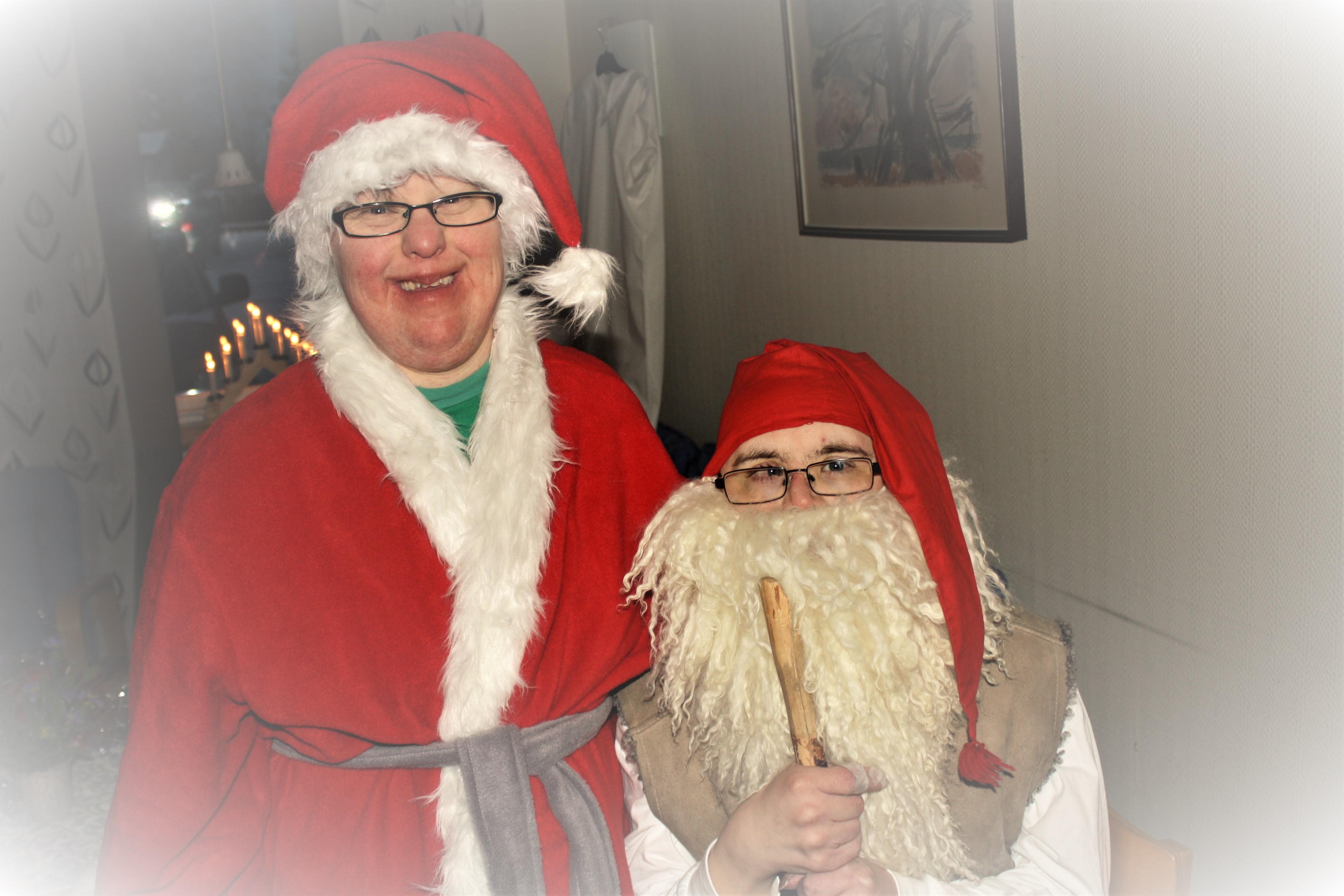 Marie och Johan som tomtar på julfesten 2012