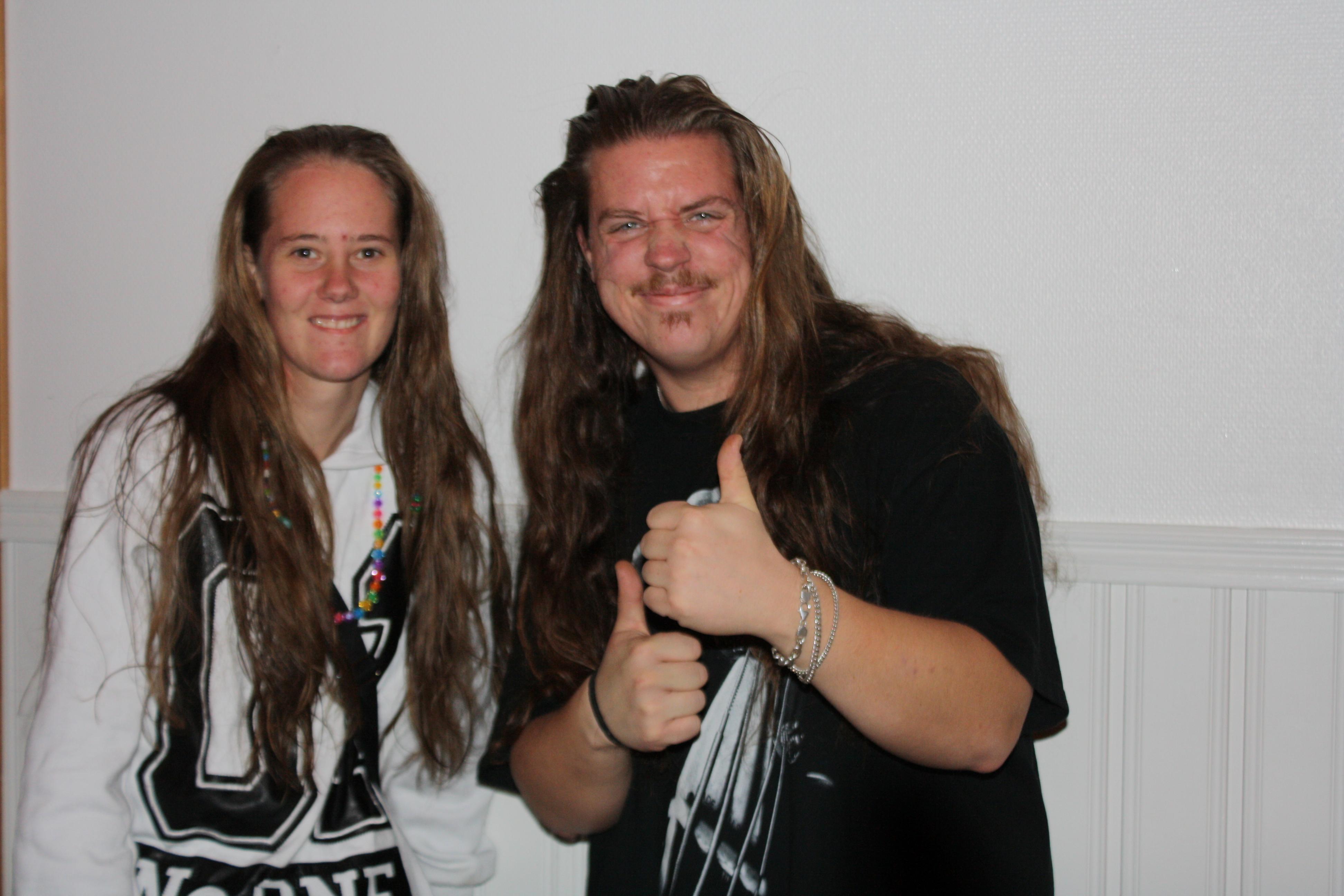 Sara och Rasmus. Två hårfagra personer