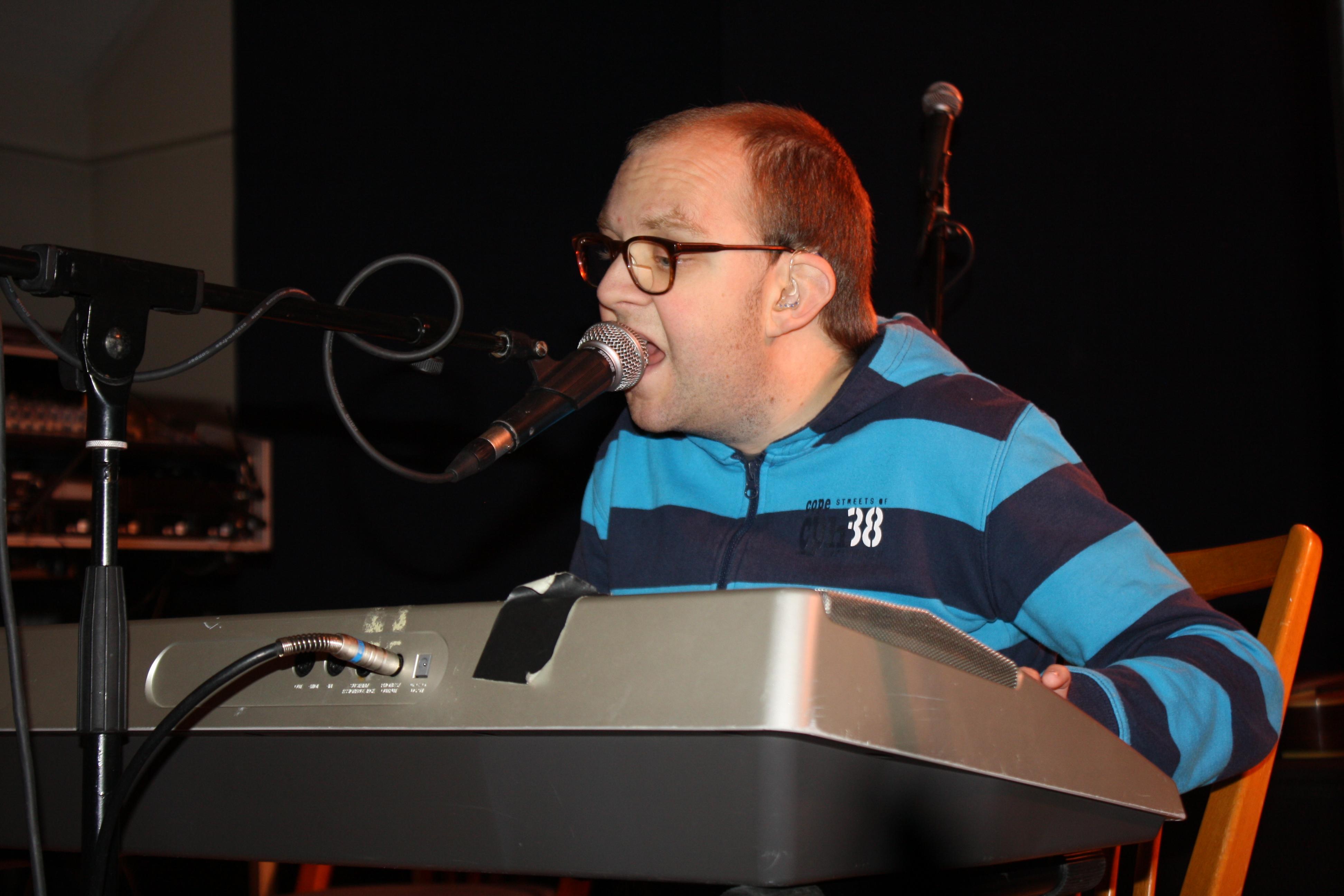 Björn Lindström bjöd på spontan mingelmusik