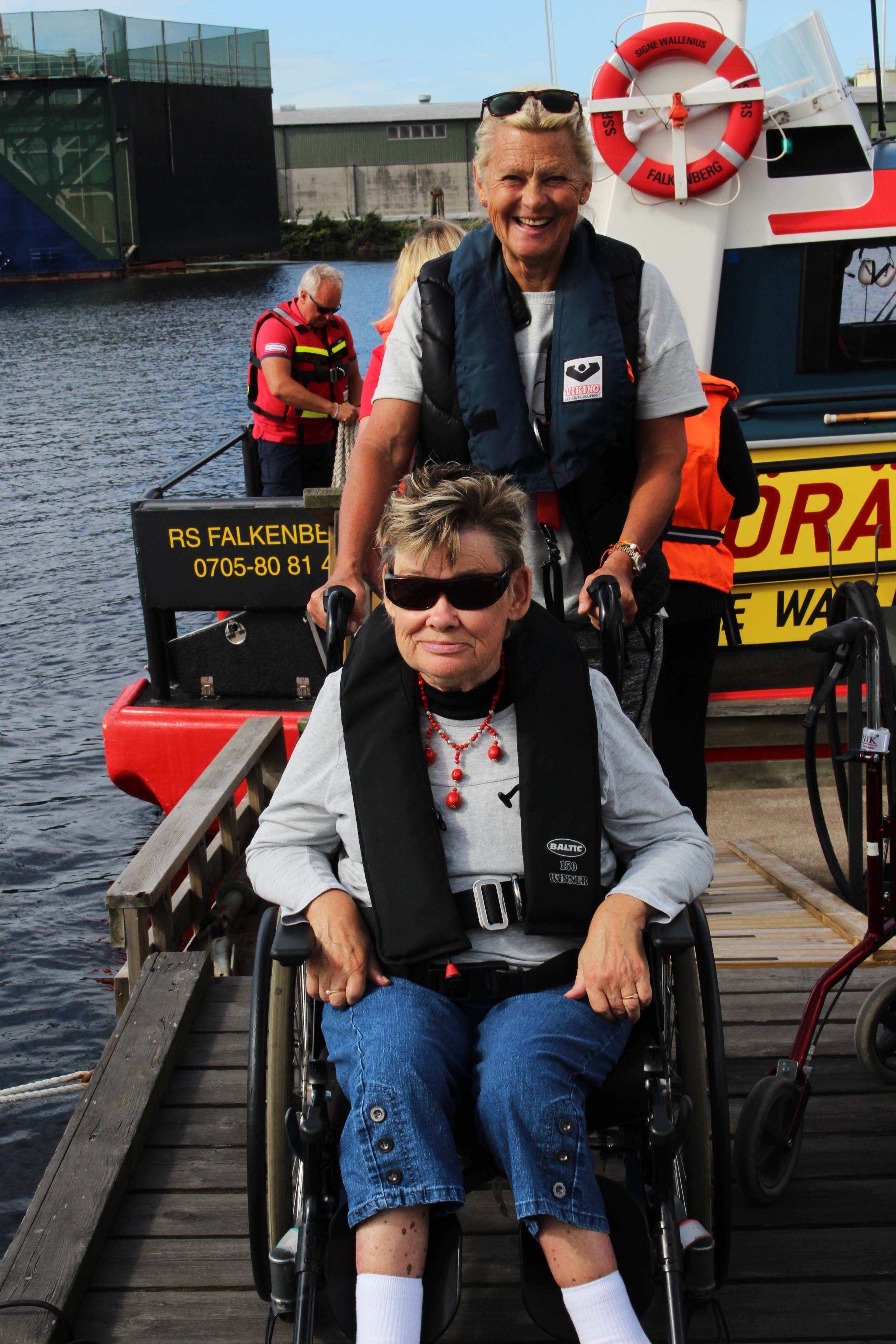 Anita älskar att åka ut med båten