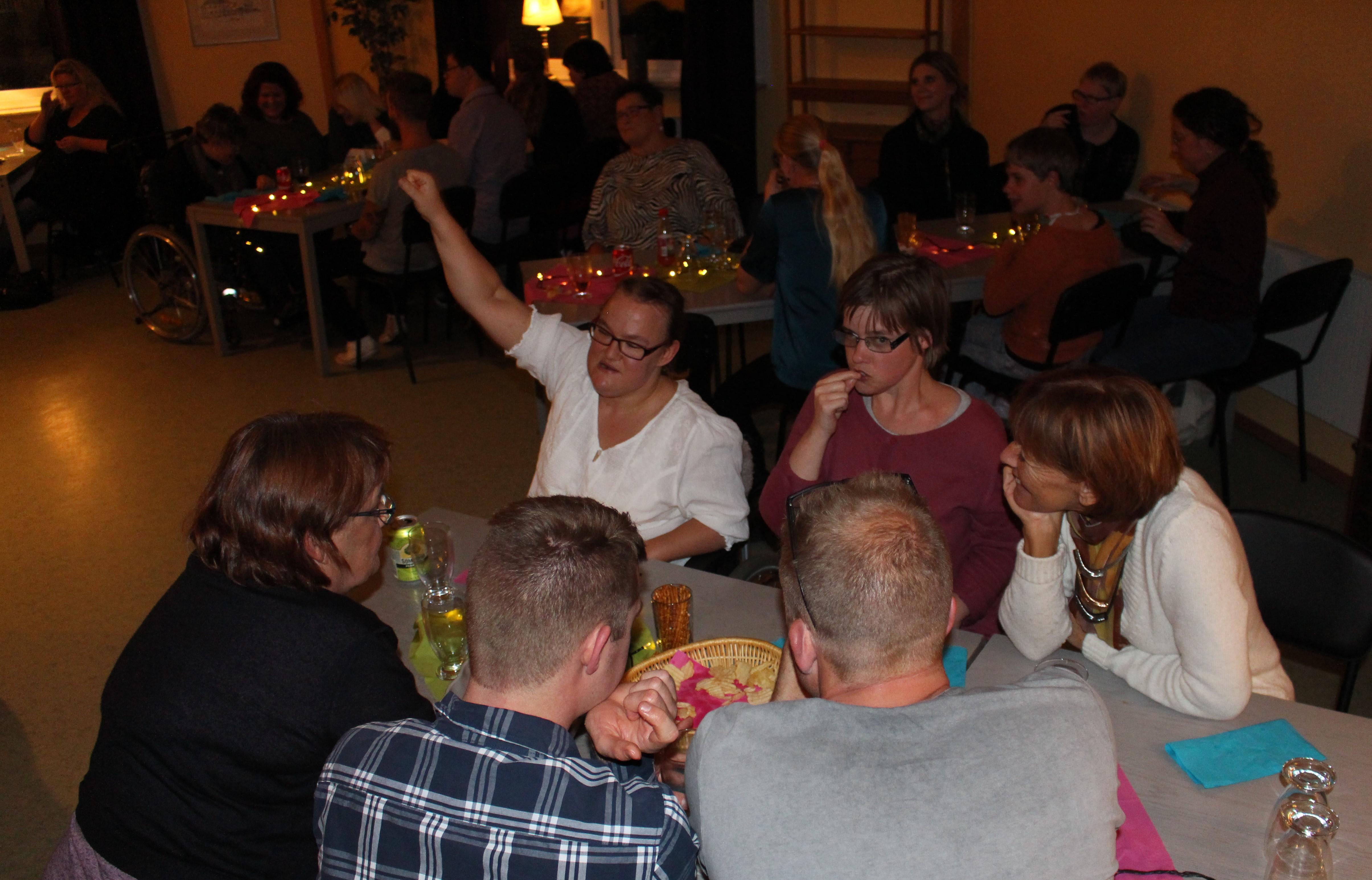 Gäster runt bordet