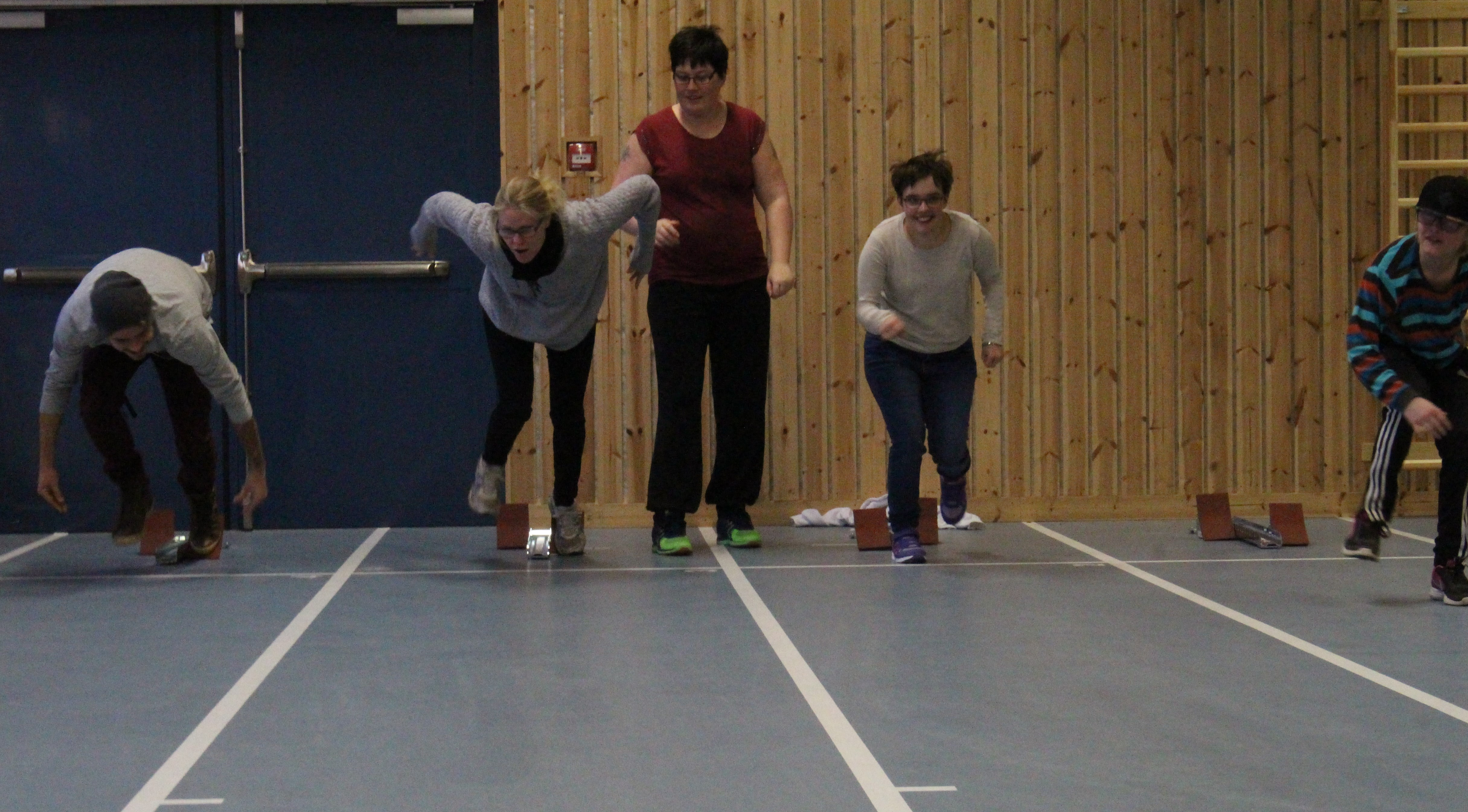 Rikard, Anna, Lovisa, Paulina, och Anton springer