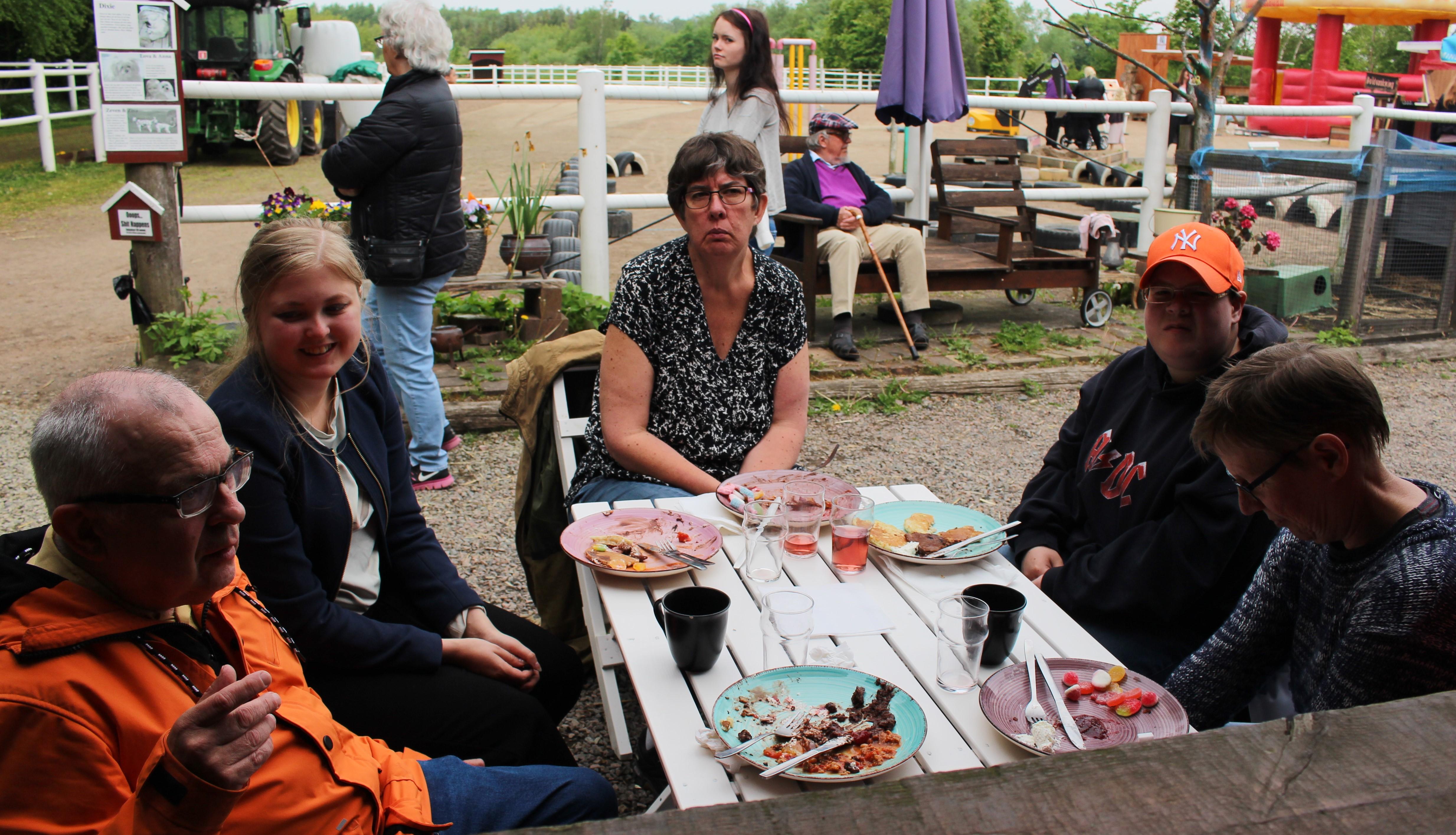 Sven-Olof, Elisabeth, Sophie trivdes
