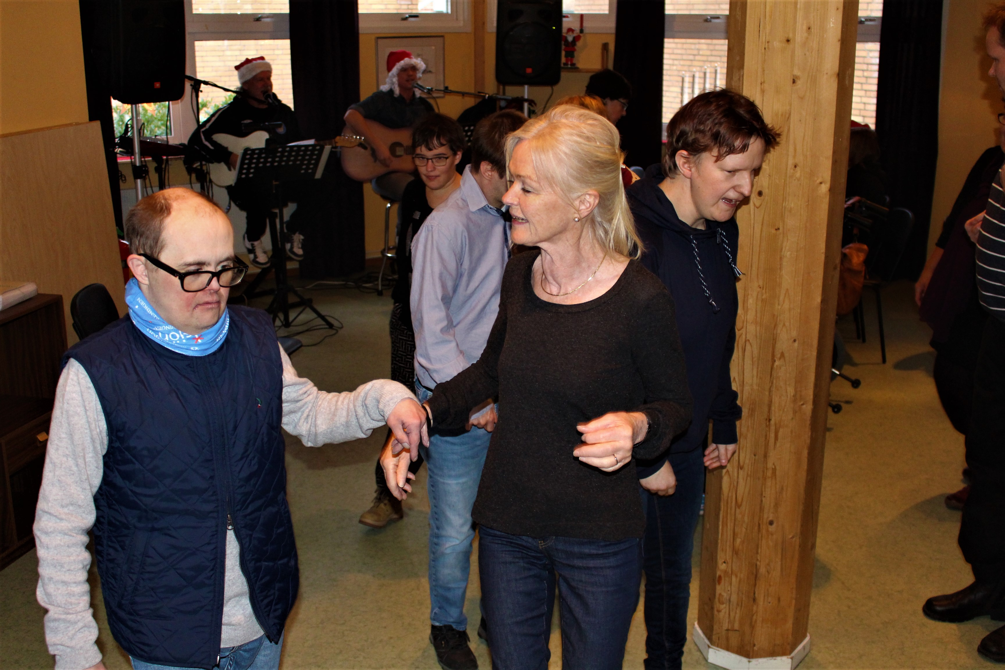 Johan och Monica dansar