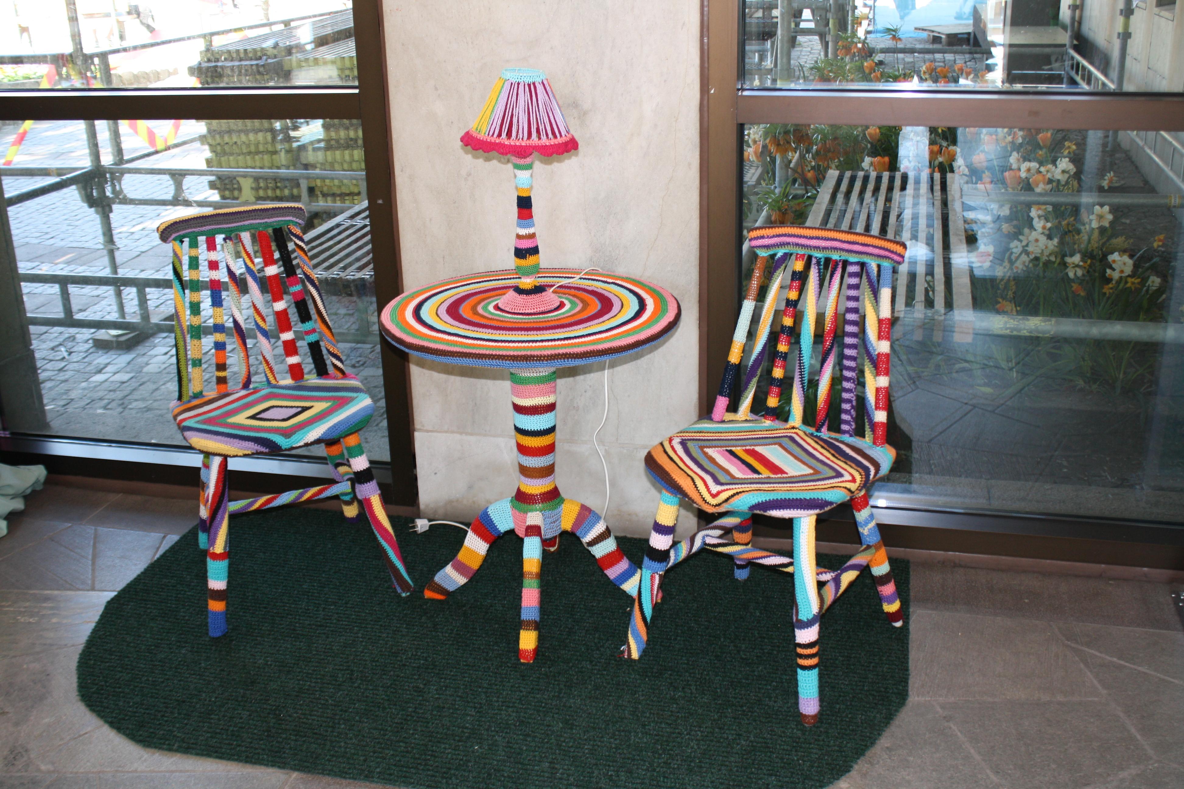 Möbler kladda med stickat