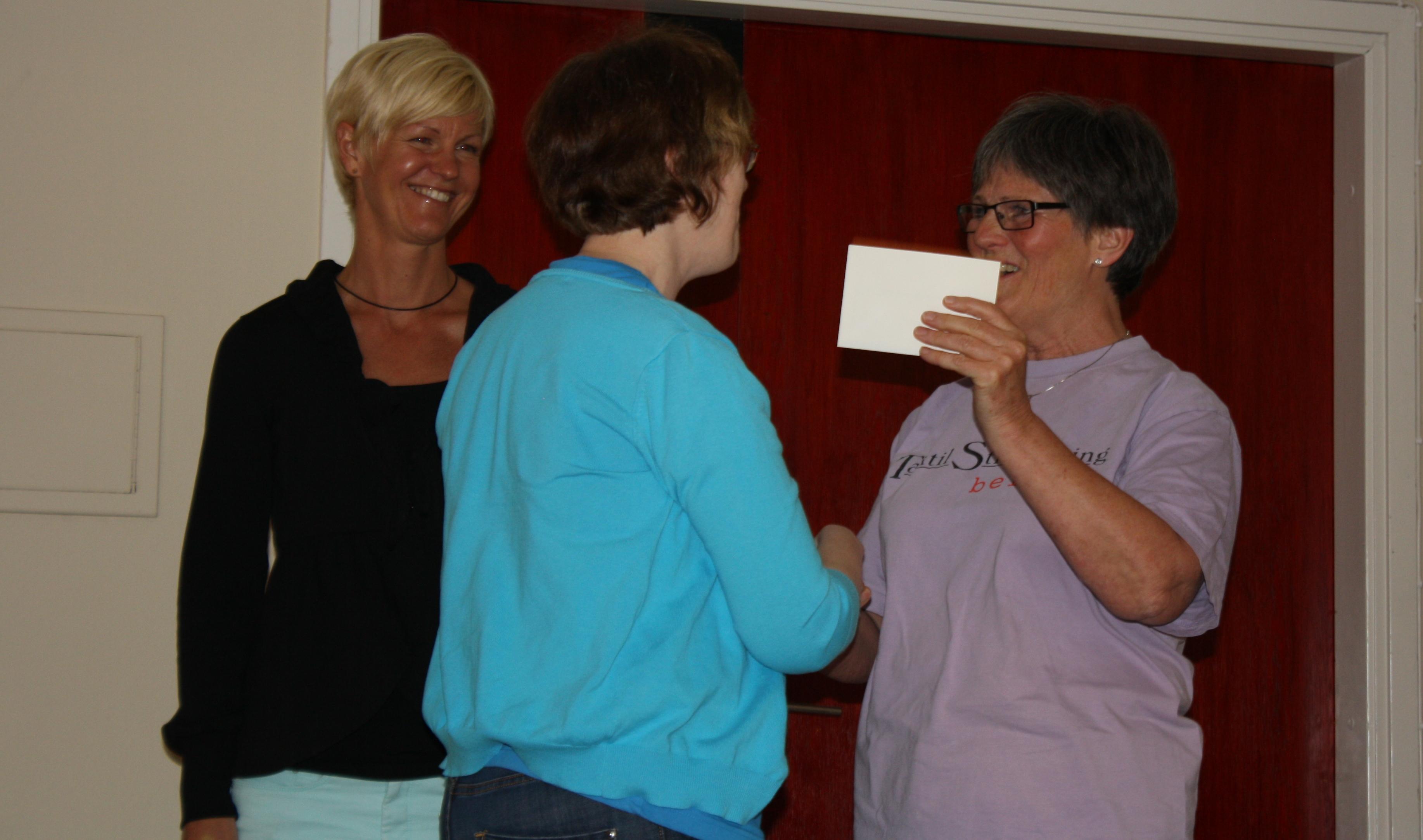 Gunilla tackar Susanne och Christina