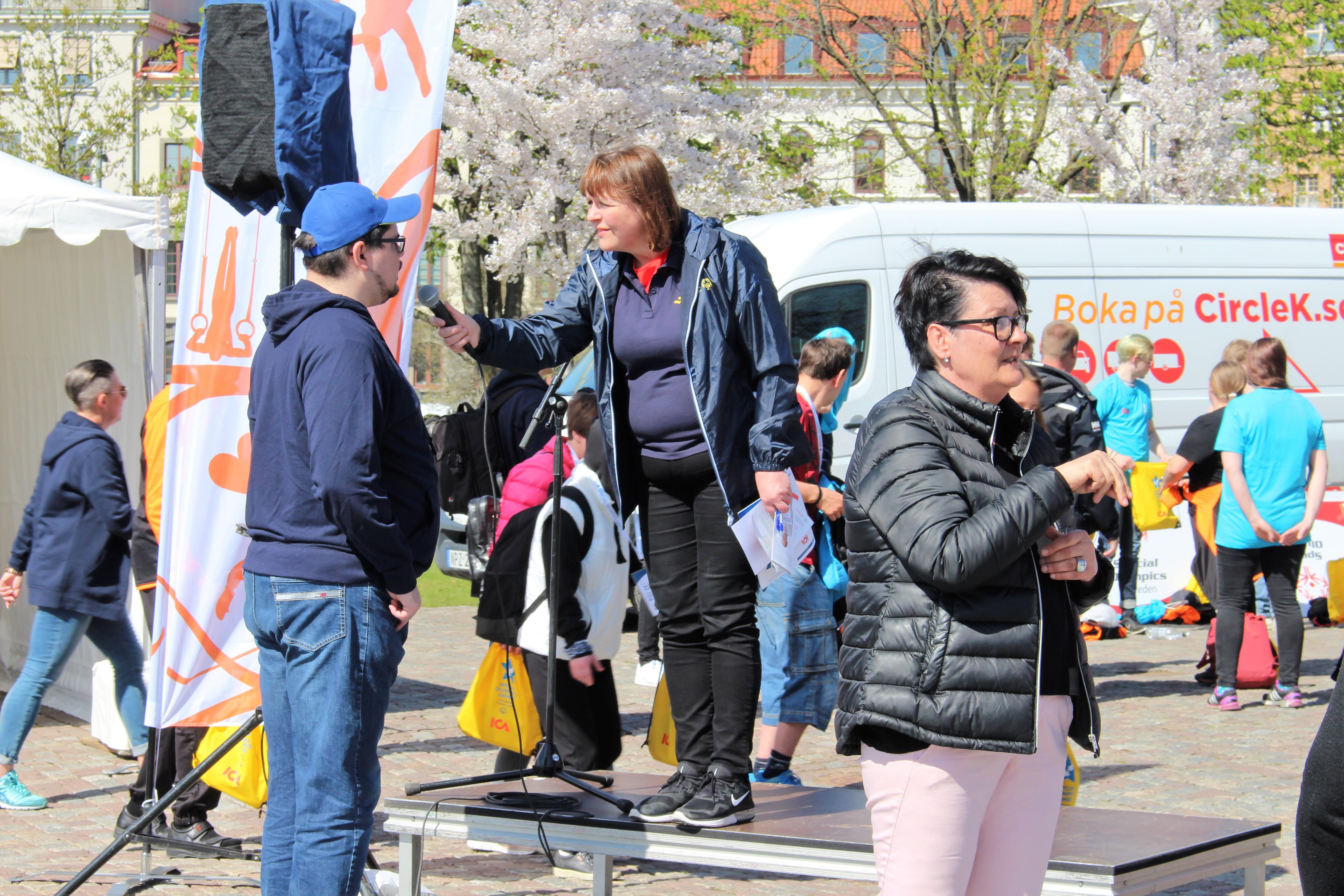 Samling och intervjuer i Bältesspännarparken
