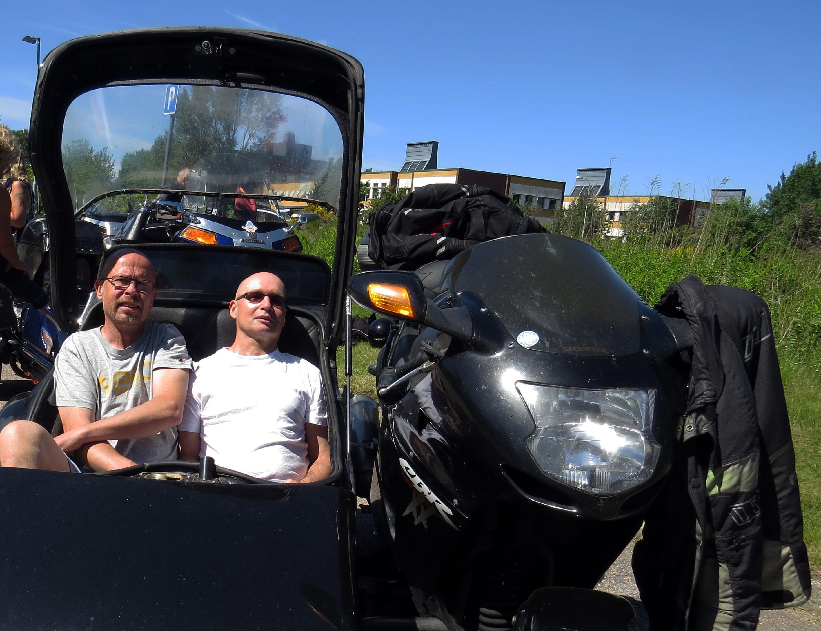 Peter och Jörgen sitter två stycken i vagnen