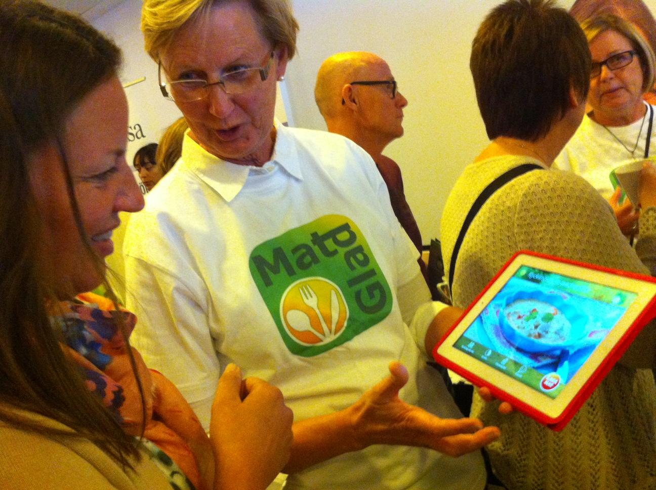 Margareta Frost Johansson visar appen Matglad