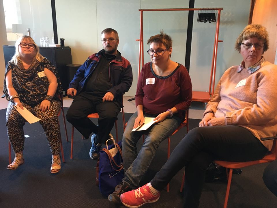 Några av deltagarna i Klippan-gruppen på FUB:s LSS-dag i Umeå 2 september 2017.