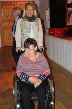 Anita med assisten var flitiga på dansgolvet
