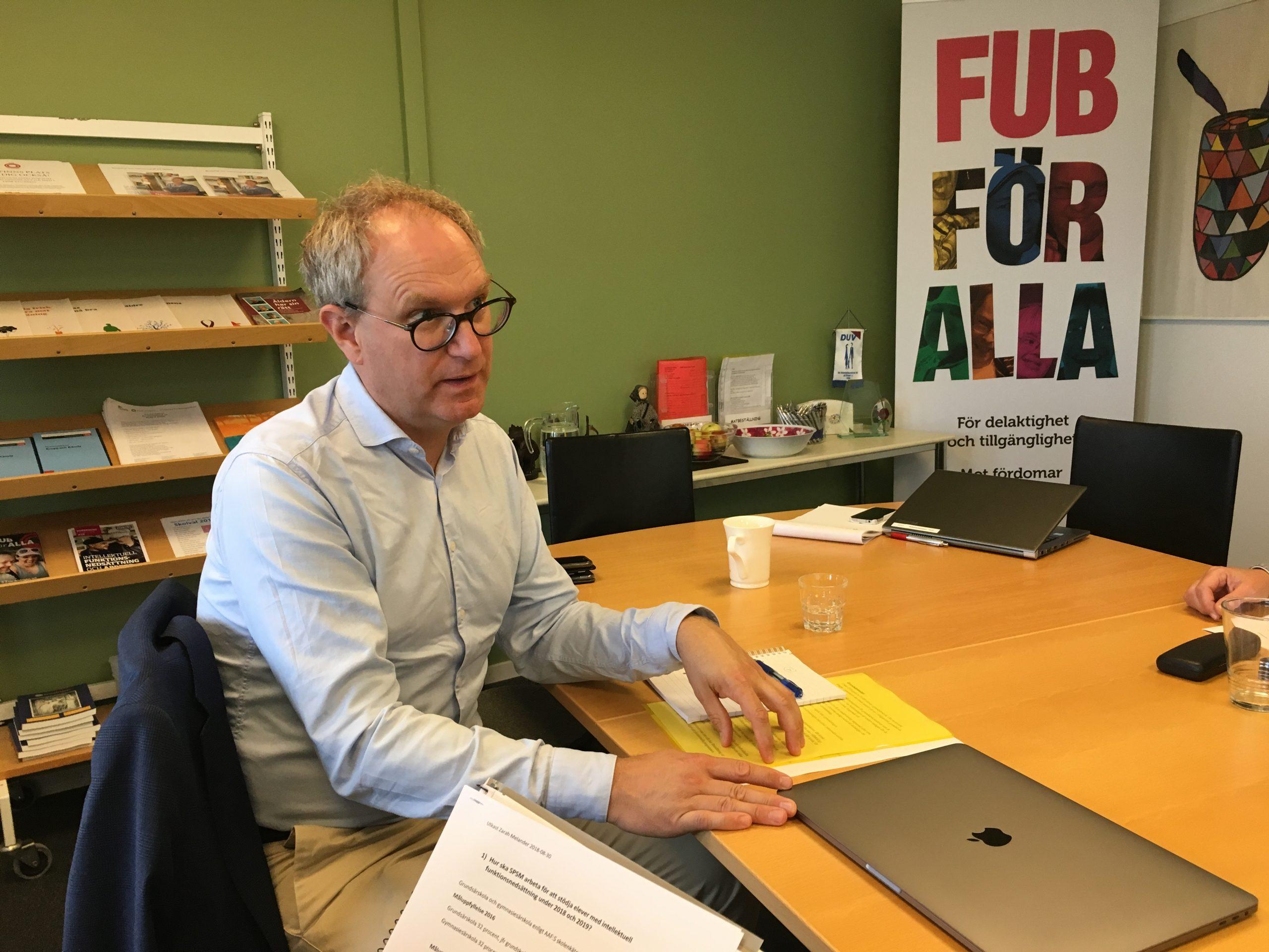 Fredrik Malmberg, SPSM, vid ett tidigare möte hos FUB