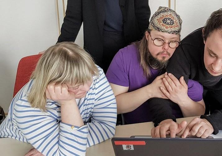 Anpassad IT elever vid datorn