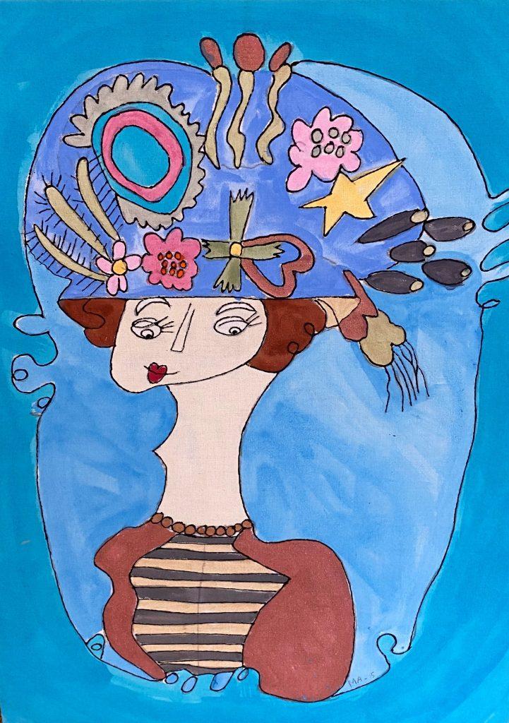 Dam med blommor i hatt av Malin Abrahamsson