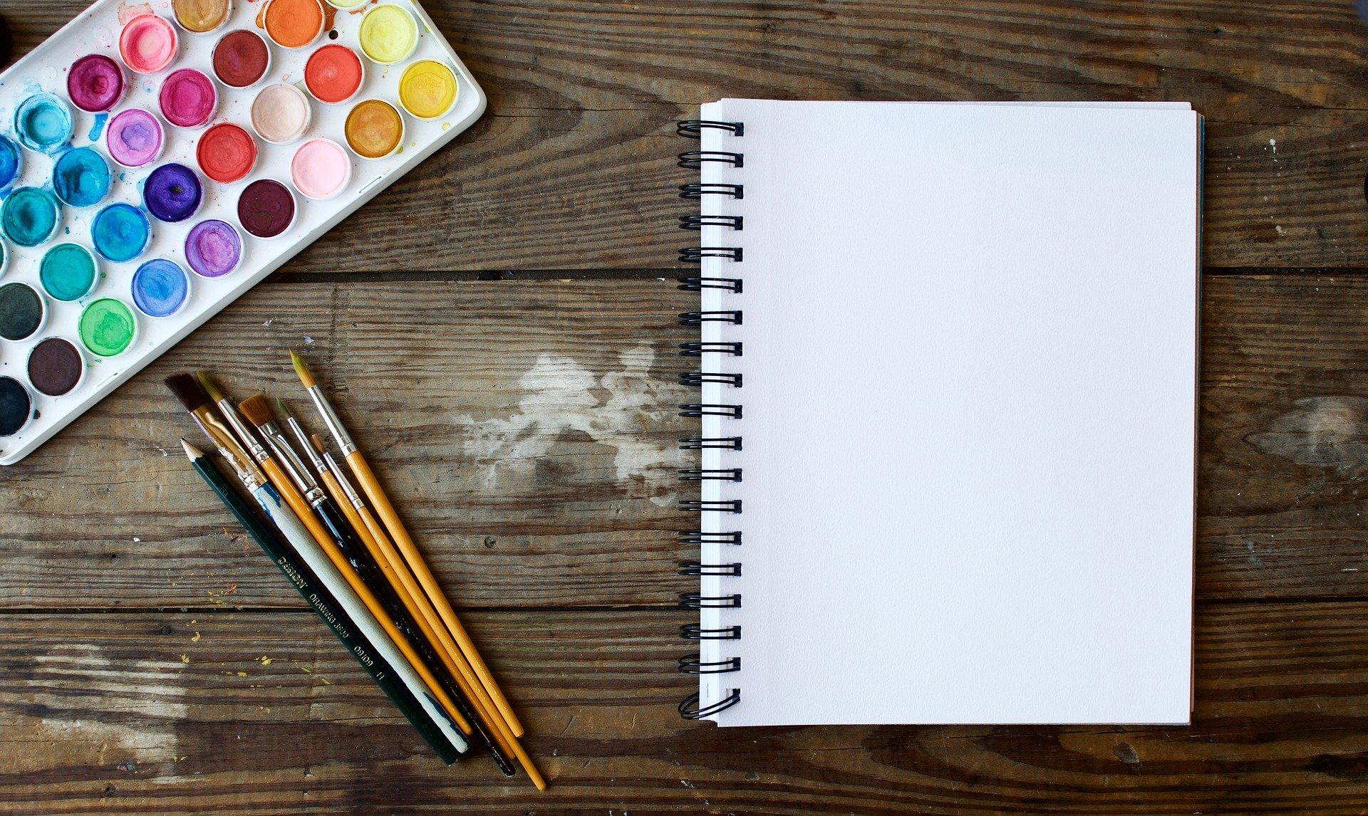 Papper och målarfärger
